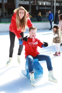 Monique Smit op de ijsbaan voor Contacthond. Fotografie: Dave Deen